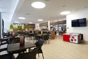 Somministrazione di alimenti e bevande (bar, ristoranti, trattorie, ecc.) in esercizi posti nelle aree di servizio e/o nelle stazioni